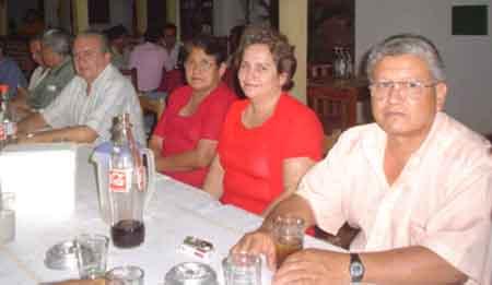 Cayo Eguez su esposa y la prof. Daysi