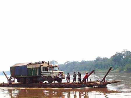 cruzando el río Beni