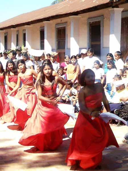 Estudiantes al rescate de la tradición