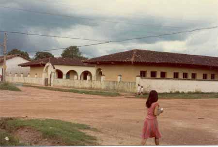 Escuela Primaria nuestra Señora del Carmen y una cambinga Riberalteña foto tomada por Chonfi