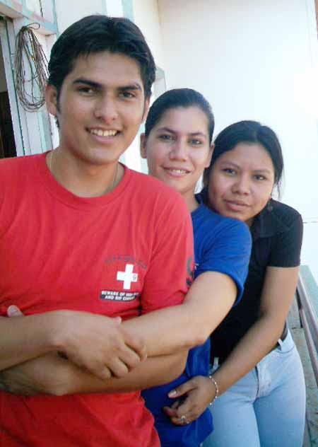 Fernando, Nela y Mara