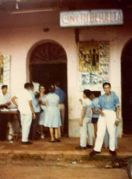 Foto del Cine Riberalta tomada por Judy Herr  voluntaria del Cuerpo de Paz en 1965