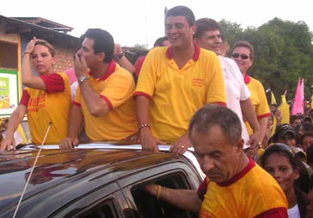 Manfred encabezando caravana en Riberalta