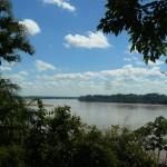 Al fondo, la unión de los grandes ríos Madre de Dios y Beni..