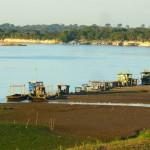 Al fondo los puertos de Bolital, Amazonas y Valdivia